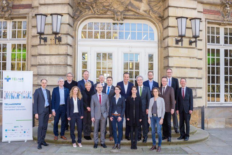 Gemeinsam Gesundheit schaffen: TELnet@NRW-Kongress zeigt Live-Televisiten und -konsile