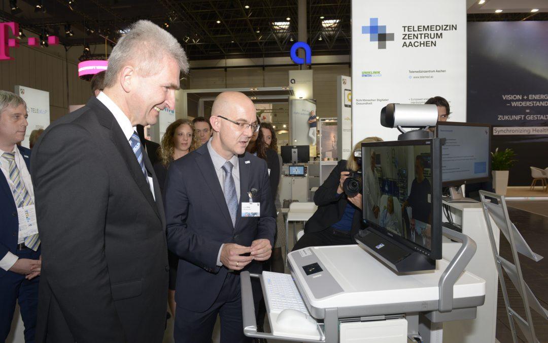 MEDICA 2017: NRW-Gesundheitsminister Laumann und -Wirtschaftsminister Pinkwart beeindruckt von TELnet@NRW